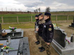 Na grobie niezłomnego